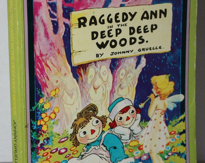 Raggedy Ann and Andy and the Camel with the Wrinkled Knees by Johnny Gruelle 1979 Paperback Book