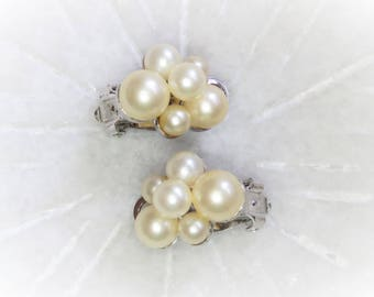 Vintage Faux Pearl Cluster Earrings Signed Marvella / Off White Ivory Felicity Color Mix / Wedding Classy / Made in USA (E763)
