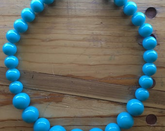 Vintage plastic beaded turquoise necklace (rockabilly, 1980s)