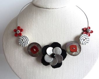 Choker necklace flowers red, grey and black