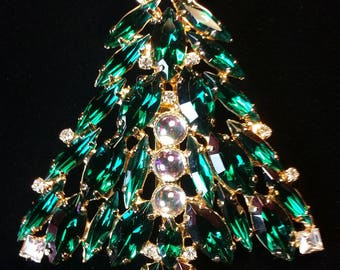 Vintage Green/Clear Cut Crystal Christmas Tree Brooch with Cabochons accents