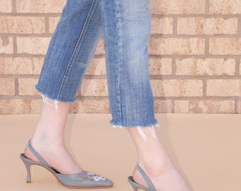 Manolo Blahnik \\ Vintage Shoes \\ Denim Heels \\ Floral Embroidery \\  Pointed Toe \\ Made in Italy