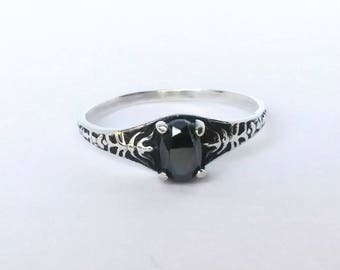 Vintage Sterling Silver Ring with Black Stone Size 7 1/2