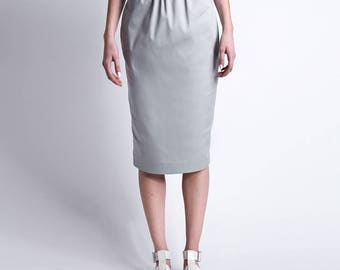 Gray skirt with eco-leather strap