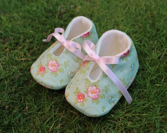 Shoes of baby flowers and bees-various sizes