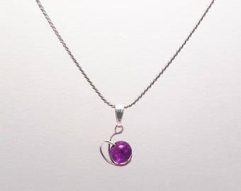 Chain silver necklace with metal pendant and pearl purple