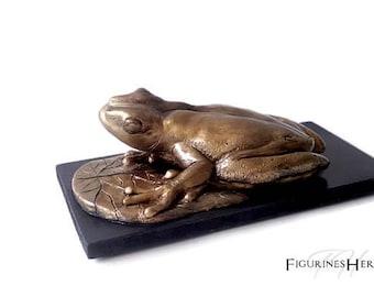 Animal figurine: imitation bronze clay frog