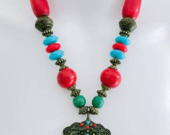New Womens' Red and Blue Beaded Necklace