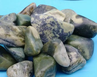 ONE tumbled serpentine stone, green serpentine, polished serpentine, natural serpentine, rocks and minerals, healing stone, green stone