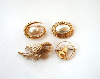 set of 4 gaudy gold tone brooches with faux pearl . vintage costume jewelry by Napier, Monet