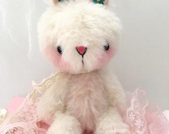 Maisy Bunny Rabbit Artist bear by Jenny Lee of JennyLovesBenny Bears