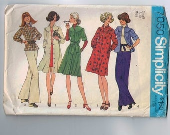 1970s Vintage Sewing Pattern Simplicity 7050 Misses Dress or Top  Yoked Peasant Size Small 8 10 Bust 31 1/2 32 1/2 1975 70s