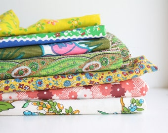 vintage fabric pack. destash. lot. 1960s 60s prints. scrap pack. remnant. floral. bright. mid century modern. sewing. yardage. quilting.