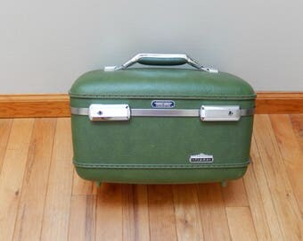American Tourister, train case, green, Tiara, good condition, vintage luggage, cosmetic case, travel, storage