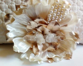 Quartz and Pearls Magnolia Hair Flower Clip with Raw Natural Healing Quartz Crystal // Quality Fashion Accessories / Luxury Headpiece