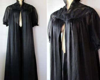 Vintage 1970's Lingerie Negligee Nightgown Robe / Long Maxi Midnight Black Lace Peignoir / One Size Fits All (Large)