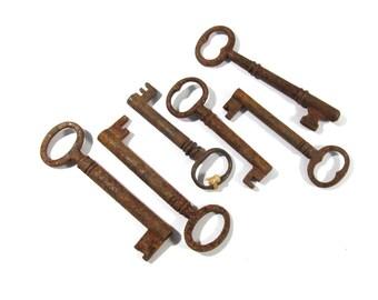 Skeleton Keys VINTAGE Skeleton Keys Six (6) SKELETON Keys Rusty Keys Assemblage Art Jewelry Supply Skeleton Vintage Keys (G369)