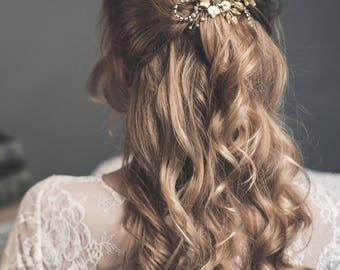 Gold flower hair comb - Bridal headpiece - Gold wedding hair comb