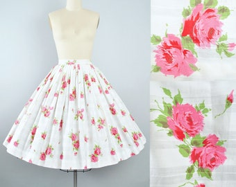 "Vintage 50s ROSE Print Skirt / 1950s Pink Red Floral ROSES White Cotton Full Swing Circle Skirt Pinup Garden Party 26"" 27"" High Waist Small"