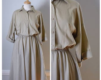 Vintage Dress / Vintage 60s Dress / 60s Shirtwaist Dress / 60s Day Dress / Tan Dress / Full Skirt Dress / Size Small