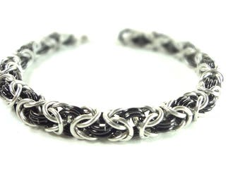 Chainmaille Byzantine Or Birdcage Bracelet In Black And Silver Anodized Aluminum