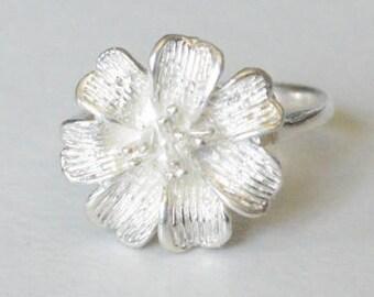 SALE Vintage Sterling Silver Detailed Flower Face Band Ring Size 5.5