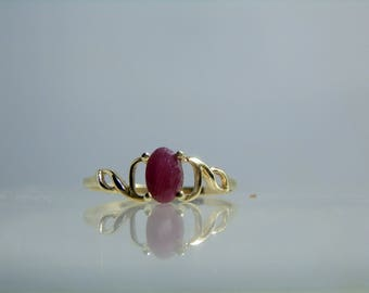 Vintage 10k Yellow Gold Ruby Ring Size 6.75 Dainty Setting Solitaire Ring
