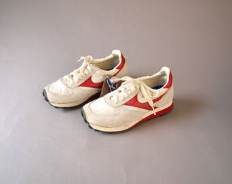 Vintage 70s retro red and white striped running shoes athletic sneakers boys girls suede leather sears Youth size 3.5