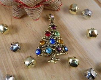 Vintage Christmas Tree Brooch / Holiday Pin / Rhinestone Christmas Tree Pin