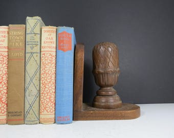 Single Wooden Bookend // Vintage Rustic Victorian Dark Wooden Finial Large Size Book Holder Bookshelf Decor Retro Office Supply