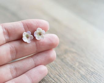 Flower post earrings - white post earrings - botanical earrings - delicate woodland jewelry - floral jewelry - nature inspired earrings