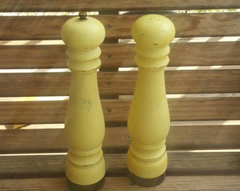Vintage Shabby Chic yellow salt and pepper shakers