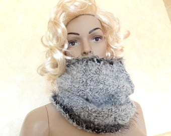 Hand made Snood neck light grey for women.