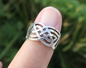 Beautiful Vintag 925 Sterling Silver Celtic Knot Ring
