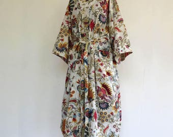 Kimono dressing gown, bathrobe white and multicolor designs pailsley