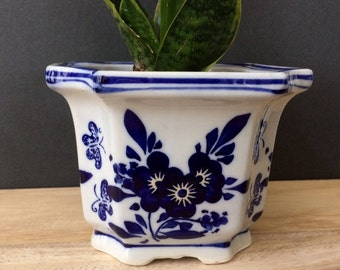 vintage blue & white Chinoiserie pot / planter