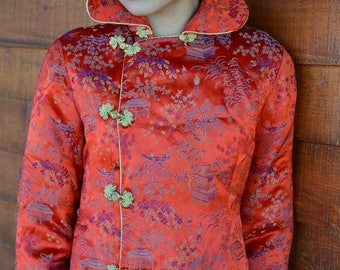 Stunning Chinese jacket red patterned classic oriental scene with gold trimmed buttons asian side closures vintage