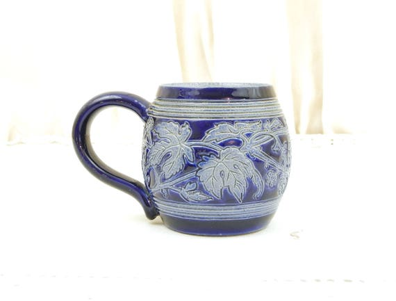 Small Handmade Vintage Ceramic Beer Mug with Sgraffito Hop Pattern in Blue Glaze, China Pot Belly Cup with Engraved Motif, Chopine a Biere
