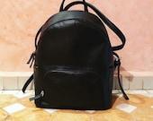 Mini Mochila negra - bolso de mano - Mochila pequeña  - bolsa negra de vinil - Bolsa vegana