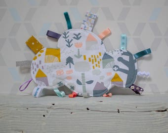 Doudou labels Scandinavian cloud - House, trees, flowers - grey, white, mustard, blue duck - birth gift - baby 3-12 months