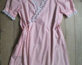 ONE SHOT SALE! Vintage 70s candy striper pink puff sleeve dress robe, small