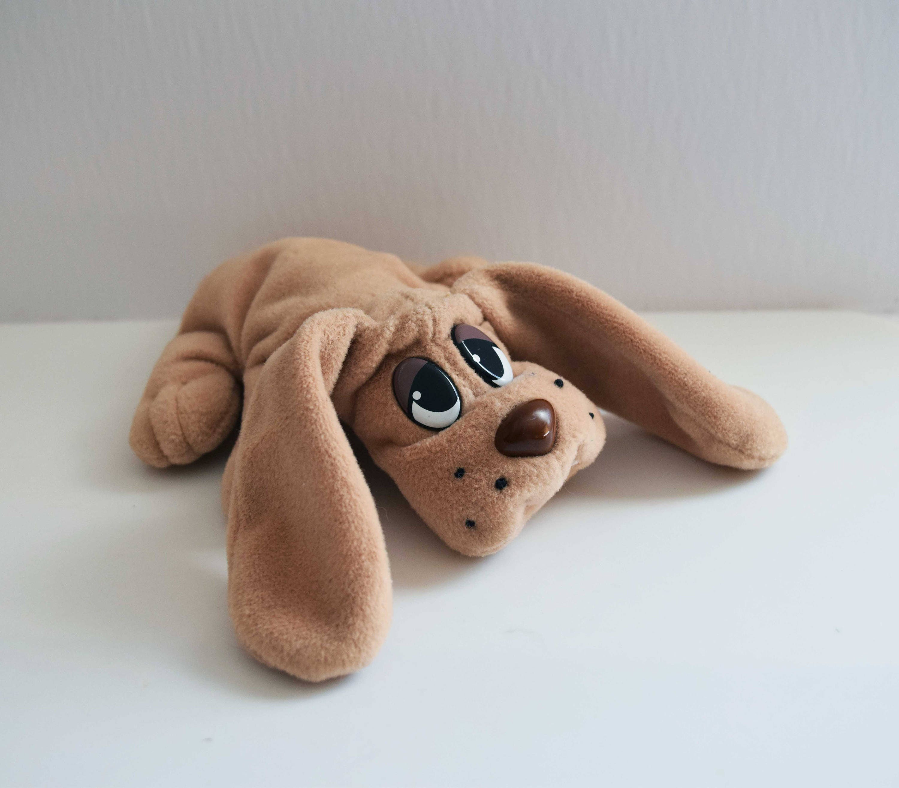 Small Pound Puppy Tan Plush Stuffed Dog Toy Vintage 7 Inches