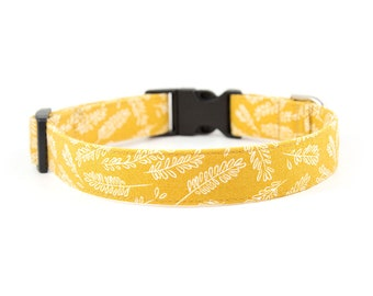 Feather Dog Collar // Size S-XL // Adjustable Length // Fabric: Feathers on Mustard Yellow