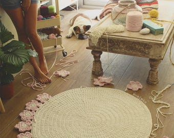 Crochet with Trapillo hand woven carpet model Camelia. Customizable size