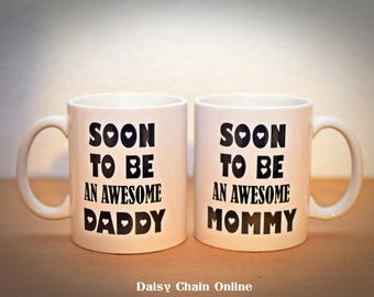 Mug Set - Soon To Be an awesome DADDY, Soon To Be an awesome MOMMY - Pregnancy Announcement Pregnancy Reveal - Gift for Pregnant Wife, Mom
