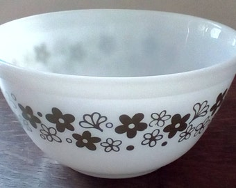Vintage Pyrex Spring Blossom, Crazy Daisy 1.5 qt. bowl 402, White bowl avocado green flowers and leaves, vintage kitchen serving