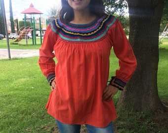 Small. Beautiful Mexican blouse of hand embroidered.