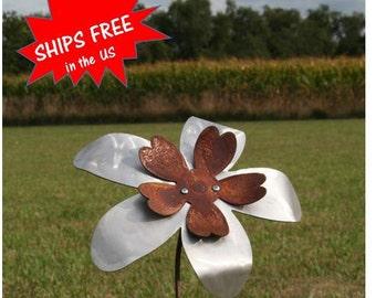 Two-tone Metal Flower Garden Stake, Rusty Flower Yard Art, Outdoor Flower, garden flowers, Flower Garden Art, gift for her, modern flower