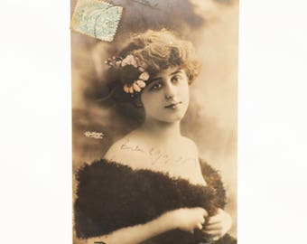 Tinted Reutlinger Paris Real Photo Postcard (RPPC) featuring actrice Gabrielle Robinne, c1906s, circulated, handwritten message
