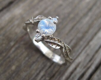 Moonstone Ring, Nature Silver Ring, Flowr ring, Sterling Silver, Nature Inspired, Blue rainbow, Gift For Her, Gemstone ring, Vintage style